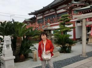 南宗寺四足門の土壁 大阪夏の陣の際、德川方に堺の町が焼かれた時の焼け瓦を利用したものだそうです。
