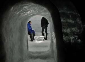 孫がお手伝いさせていただけた然別湖氷上の雪洞